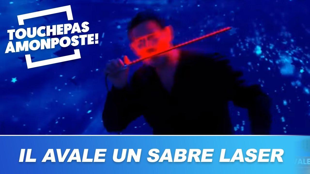 Il avale un sabre laser en direct !