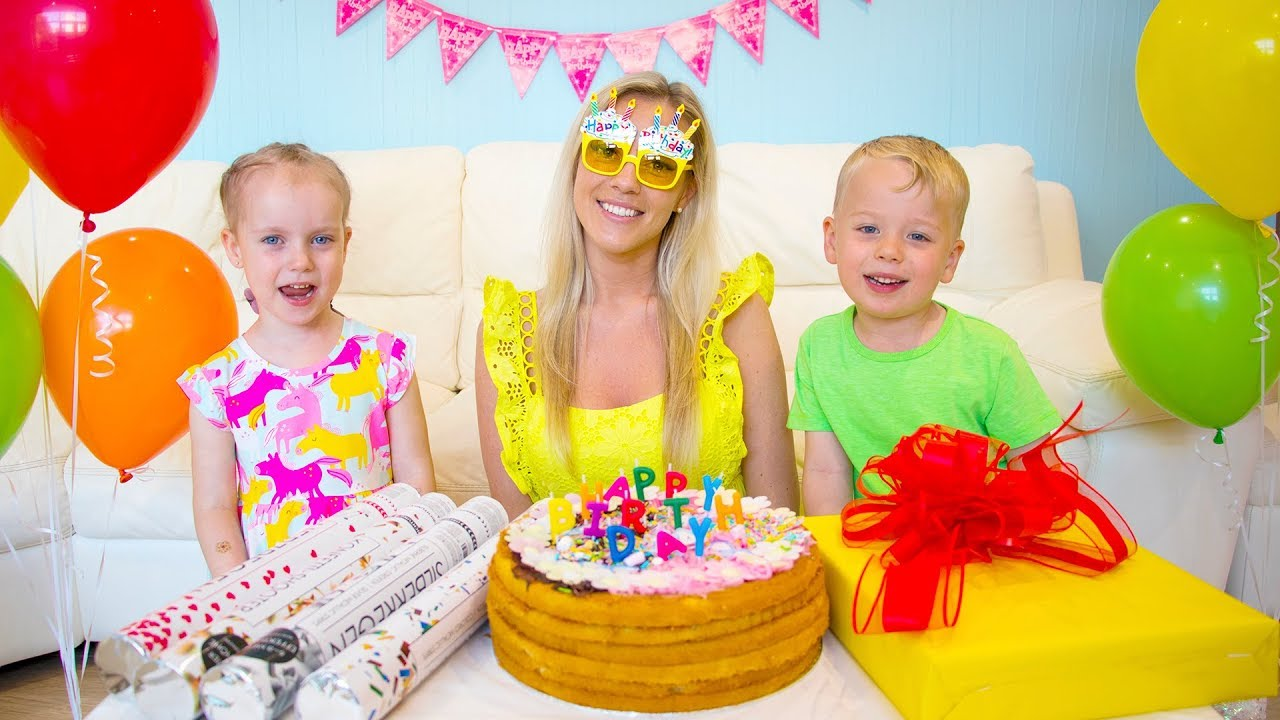 Gaby and Alex are preparing birthday surprise for Mama