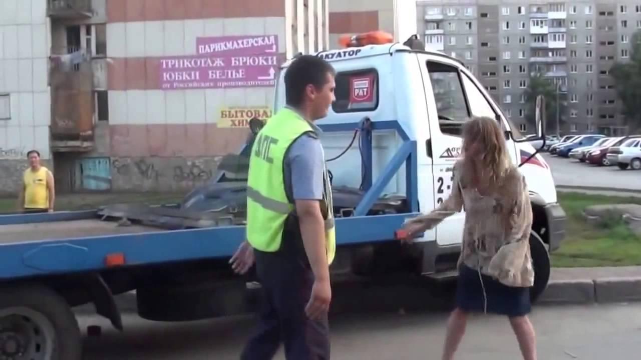 Пьяная девушка за рулем попала в ДТП, дерется с сотрудниками ДПС и с бухими прохожими!