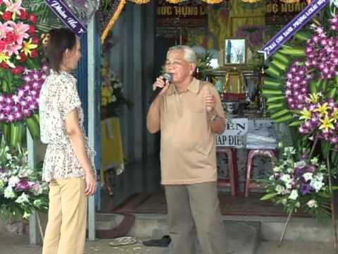 Nhac sy Hoang Phuc  dam tang me ( tieng hat hai Van Huong)