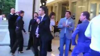 Президент России Дмитрий Медведев и Гарик Мартиросян танцуют под Американ бой