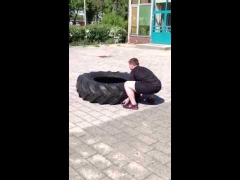 Wunderschöne Brünette Beglückt Einen Reifen Mann