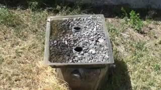 Поилка пчел на щебне(Показана конструкция поилки для пчел на щебне с выделением в воду микроэлементов с минералов щебня. Протот..., 2013-07-09T09:41:23.000Z)