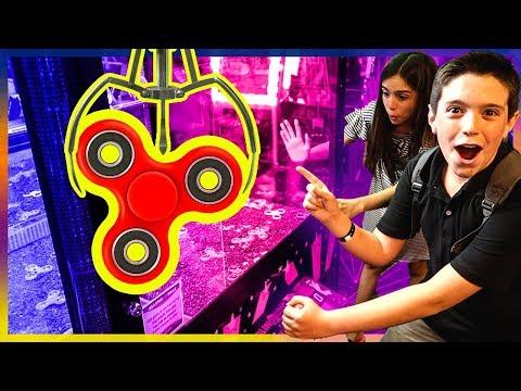 EPIC FIDGET SPINNER CLAW MACHINE WIN!!