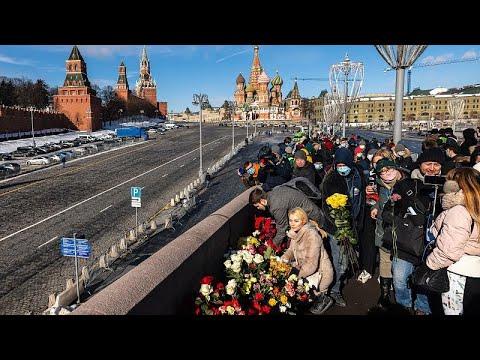 شاهد: مئات الروس يحيون ذكرى اغتيال المعارض بوريس نيمتسوف وسط العاصمة موسكو …  - نشر قبل 13 دقيقة