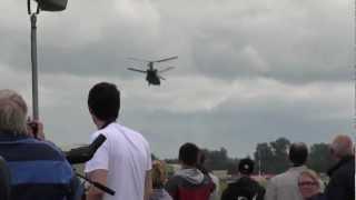 チヌークのクレイジーなデモ RAF Chinook dynamic demo RIAT2012.