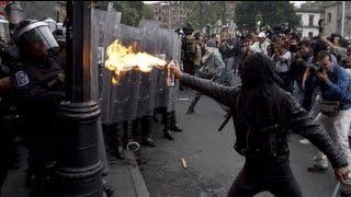 Anarquistas se enfrentan con granaderos durante marcha del 68