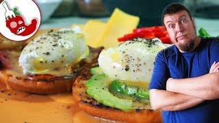 Яйца Бенедикт с соусом голландез. И гора перца чили!