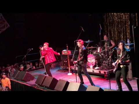 """Me First And The Gimme Gimmes """"Straight Up"""" Live"""