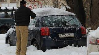 видео Как открыть замерзшую дверь автомобиля...