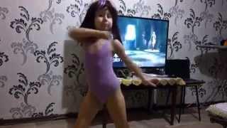 Дочка первый раз увидела клип Sia Chandelier