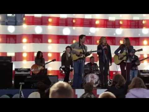 "Lennon & Maisy sing ""A Life That's Good"" with Connie Britton and Charles Esten"