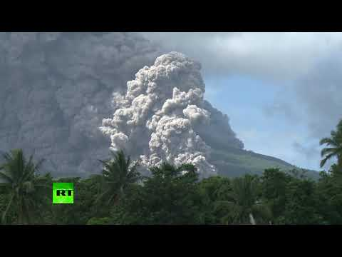 RT: Philippines volcano explodes with ash, hazardous eruption possible (Time lapse video)