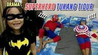 Drama Superhero Pemalas : Batgirl beri Hadiah buat Spiderman & Captain America