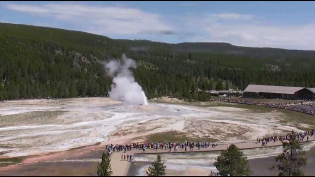Yellowstone Supervolcano: Old Faithful  time lapse - Извержение гейзеров:  Супервулкане Йеллоустон