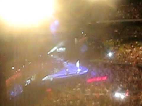 Bon Jovi Living on a Prayer mass karaoke - Etihad Stadium Melbourne