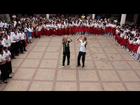 ICC World T20 Flash Mob - Australia Ellyse Perry & Meg Lanning
