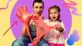 Алиса и сонный папа играют в слайм детское видео слайм в лицо
