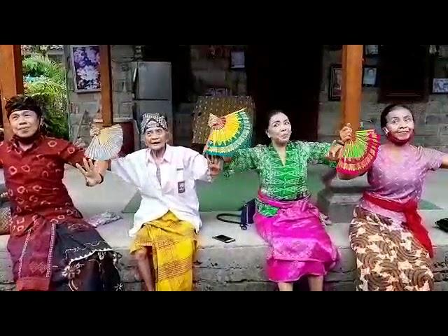 Menari bersama Sang Maestro Tari Sang Ayu Muklen dari Pejeng bersama A.A Gde Oka Dalem dan adik2nya