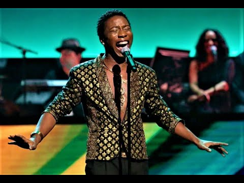 """Sammulous sangs """"Black Butterfly"""" on Showtime At The Apollo"""