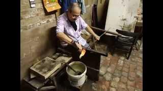 Познавательное видео. Как делают фигурки из стекла. Венеция.(Из расплавленной капли стекла появляется чудесная фигурка., 2014-06-16T16:58:03.000Z)