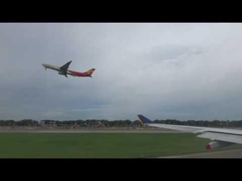 Singapore Airlines Airbus A330-343 taxi and takeoff from Singapore - Changi (SIN/WSSS)