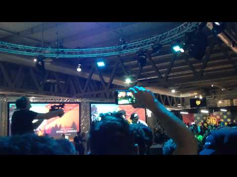 Jake La Furia - El Party ft  Alessio La Profunda Melodia (Live Milan Games Week 2017)
