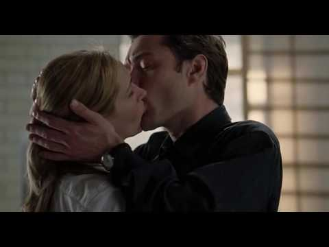 Julia Roberts hot kissing from Closer 2004
