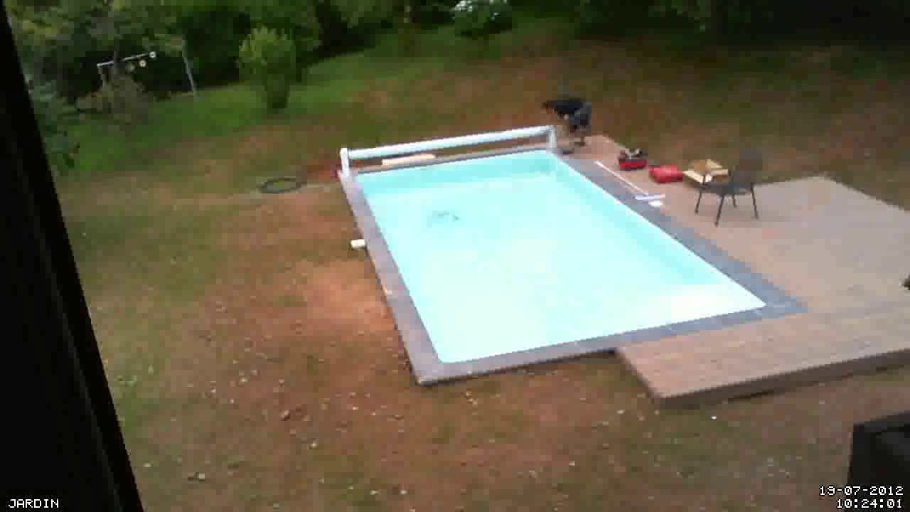 Construction piscine 19 07 2012 volet roulant for Construction piscine desjoyaux youtube