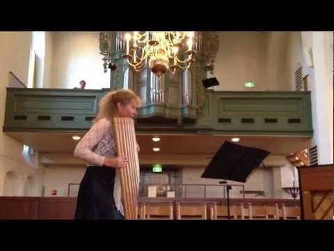 Ottava Brassa op contrabas panfluit (Noortje van Middelkoop)