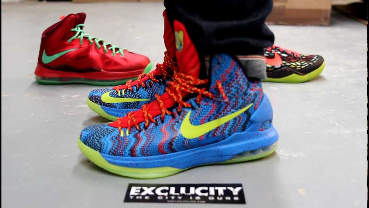 "Nike KD 7 ""Christmas"" - Release Reminder - SneakerNews.com"