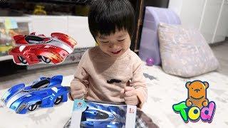 [玩具] 會爬牆天花板的玩具跑車!好神奇!Wall Climbing Toy Car Unboxing | 小陶德沛莉 玩具開箱