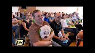 Elton auf der Jagd nach Flughafen Koffern! - TV total
