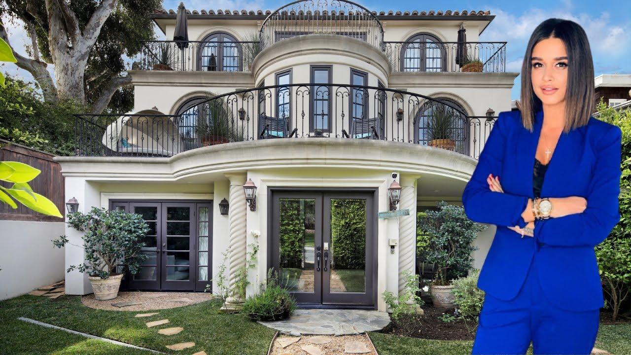 Как живет Ксения Бородина и сколько зарабатывает ведущая Дом 2 Нам и не снилось