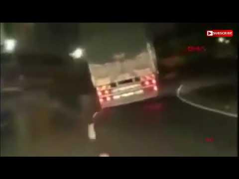 Makas atan kamyon devrildi...