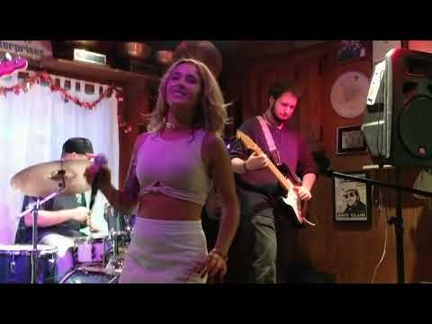 Carrie and the Cats encore with James Brown's 'I Got You(I Feel Good)' Oct.22 2017 @ The Viking