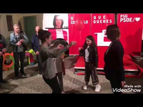 Lara Méndez baila una muiñeira en el cierre de campaña