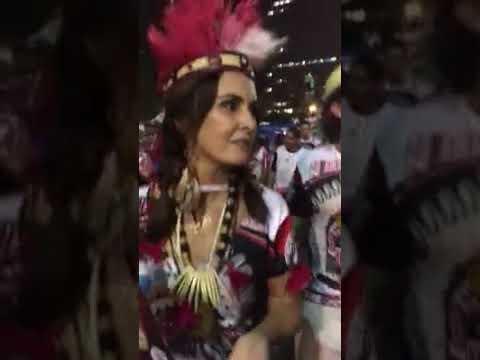 """No Rio, foliões perguntam a Fátima Bernardes: """"foi golpe ou não?"""""""