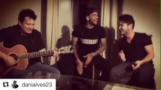 Baixar Dani Alves canta con Giuliano e Thiago Matheus: che trio!