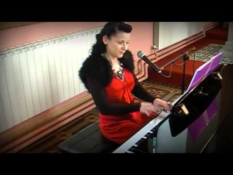 Siobhan Flanagan -- pianist and singer -- Songbird (cover)