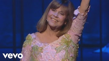 Chantal Goya - Voulez-vous danser grand-mère (Live au Palais des Congrès de Paris 2009)
