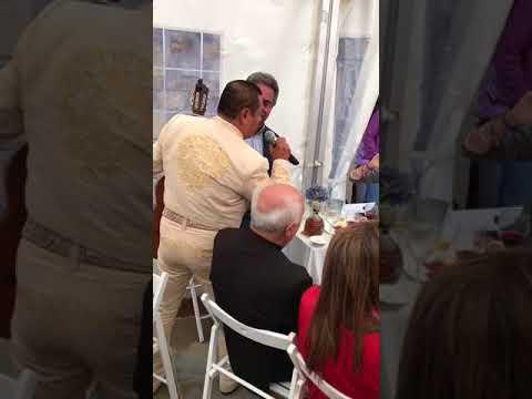 Miguel Ángel Revilla canta una ranchera en Santoña