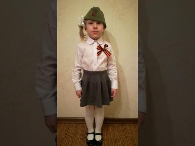 Изображение предпросмотра прочтения – ПолинаСоколовская читает произведение «Баллада о маленьком человеке» Р.И.Рождественского