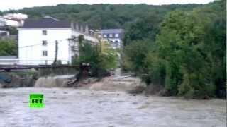 Наводнение в Новомихайловском (ВИДЕО ОЧЕВИДЦА)(В распоряжении RT оказалось HD-видео последствий наводнения в поселке Новомихайловском, снятое на утро после..., 2012-08-23T09:09:05.000Z)