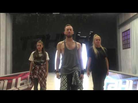 Видео: Юлиана Бухольц, Адам, Анна Тихая прикалываются Танцы за кадром