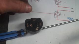 видео Ремонт и замена контактной группы замка зажигания Дэу Нексия, как проверить на неполадки