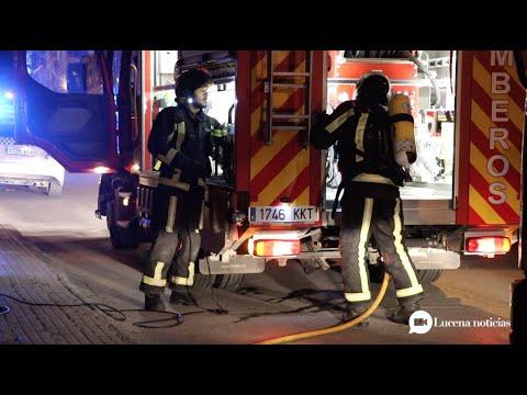 VÍDEO: Un incendio en una vivienda de la calle Rute obiga a desalojar a 10 personas la pasada noche.