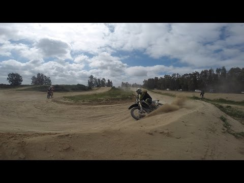 Dirt bikes  the power of the 250 cc 4 stroke, sandy track