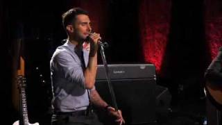 Maroon 5 - Sunday Morning (Live on Walmart Soundcheck)