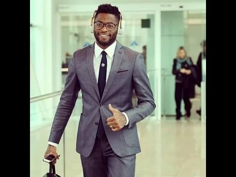 Alex Song hyping to PIT BACCARDI FT MAGASCO ONE BY ONE